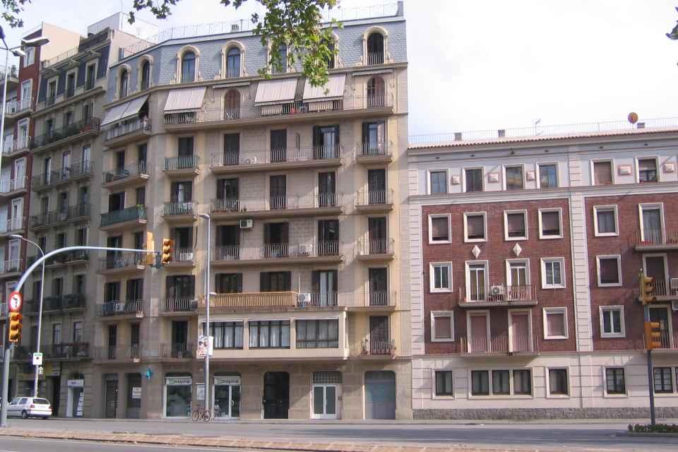 DIAGONAL 285 edificio visto dede el frente.JPG